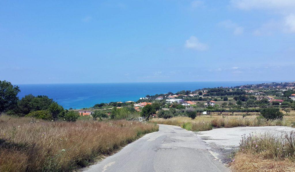 Road to Ricadi station